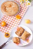 Crêpes avec le formage caillé et l'abricot sec Image stock