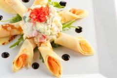 Crêpes de casse-croûte avec des saumons Images stock