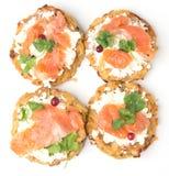 Crêpes de Potatoe avec des saumons photos libres de droits