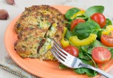 Crêpes de quinoa et de salade Image libre de droits