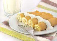 Crêpes douces bourrées du fromage blanc Photos libres de droits