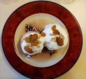 Crêpes douces russes de fromage avec la crème sure pour le petit déjeuner ou un casse-croûte - it& x27 ; s délicieux Images libres de droits