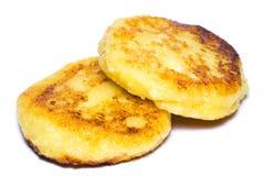 Crêpes fraîchement cuites au four de fromage blanc d'isolement sur le blanc Photo libre de droits