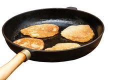 Crêpes frites dans une casserole Image libre de droits