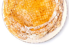 Crêpes minces avec du miel et le sucre en poudre Images stock