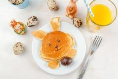 Crêpes pour le petit déjeuner de Pâques image libre de droits