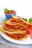 Crêpes remplies de la viande hachée et de légumes Photographie stock libre de droits