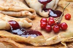 Crêpes savoureuses avec les baies fraîches de jamand Photo stock