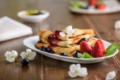 Crêpes sur le petit déjeuner photo libre de droits