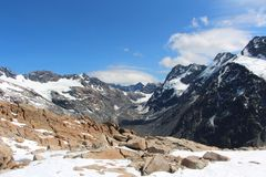 Crête d'alpes de montagne avec la neige au Nouvelle-Zélande photo libre de droits
