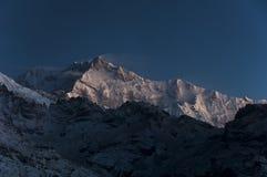 Crête de Khangchengdzonga dans l'intervalle de l'Himalaya images libres de droits