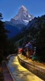 Crête de Matterhorn dans le début de la matinée en été Zermatt, hôtels suisses de Switzerland Photographie stock libre de droits