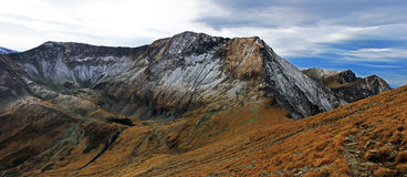 Crête de Moldoveanu en montagnes de Fagaras, Roumanie Photos stock