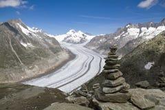 Crête de montagne avec des pyramides au-dessus du glacier Aletsch Suisse photographie stock