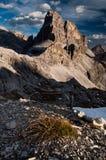 Crête de montagne de dolomites en soirée Photos stock
