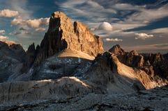 Crête de montagne de dolomites en soirée Photo libre de droits