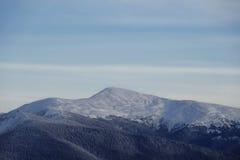 Crête de montagne de Milou pendant le matin Photographie stock libre de droits