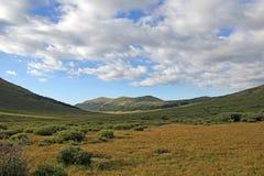 Crête de montagne du Colorado de vue de vallée Photographie stock libre de droits