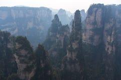 Crête de montagne irréelle en parc national de la Chine Image stock