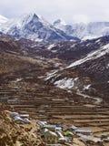 Crête de village et d'île de Dingboche au Népal photographie stock libre de droits