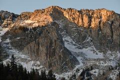 Crête gigantesque à l'aube, John Muir Wilderness, sierra Nevada Range, la Californie Images stock