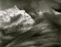 Crêtes alpines exposées du rideau en nuages - Autriche, Tyrol images stock