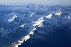 crêtes de montagne couvertes de neige Image libre de droits