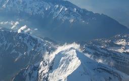 crêtes de montagne couvertes de neige Photo libre de droits