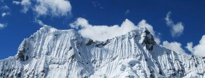 Crêtes de montagne de neige de Cordillère Blanca Andes Images libres de droits