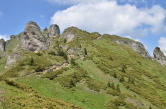 Crêtes de montagne en été Images stock