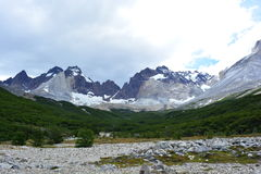 Crêtes de montagne en parc national de Torres del Paine, Chili Images stock