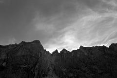 Crêtes de montagnes de Troll en Norvège Photographie stock