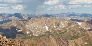 Crêtes de montagnes rocheuses photographie stock libre de droits
