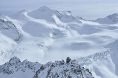 Crêtes de neige dans les Alpes autrichiens Photo stock