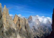 Crêtes de Tre Cime di Lavaredo, montagnes d'Alpes de Dolomit Photo stock