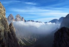 Crêtes de Tre Cime di Lavaredo, montagnes d'Alpes de Dolomit Images stock