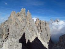 Crêtes de Tre Cime di Lavaredo, montagnes d'Alpes de Dolomit Image stock