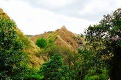 Crêtes des montagnes aussi pointues comme bâton Photos libres de droits
