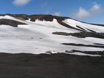 Crêtes des montagnes dans les nuages Photos libres de droits