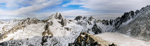 Crêtes et vallées dans la neige Images stock