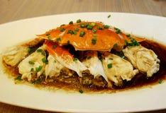 Crabe avec de l'huile d'oignon blanc photographie stock libre de droits
