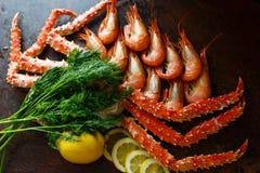 Crabe avec la crevette sur la lumière du jour Photo libre de droits