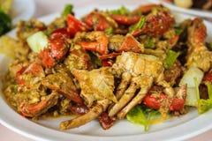 Crabe frit avec la poudre de cari photo stock