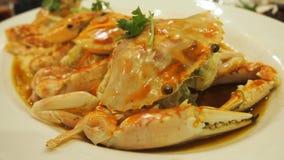 Crabe rouge cuit à la vapeur de fleur avec l'oeuf Photographie stock libre de droits