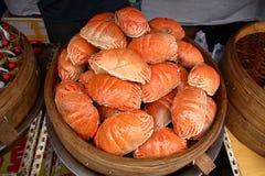 Crabes sur le marché chinois de nourriture Photos libres de droits