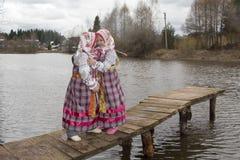 Crabot de fille et de berger allemand Image stock