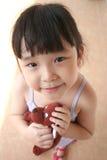 Crabot de jouet de fixation de fille Image libre de droits