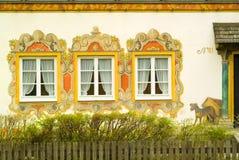 Crabot peint sur une maison peinte en Bavière Images libres de droits