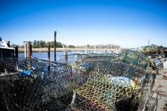 Crabpots und Bojen am Jachthafen Lizenzfreie Stockfotografie