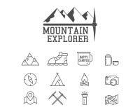 Crachá de acampamento do acampamento do explorador da montanha, logotipo ilustração royalty free
